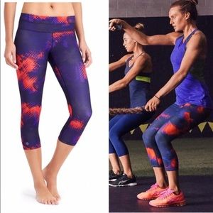 Athleta Electro Sonar Capri Print Leggings